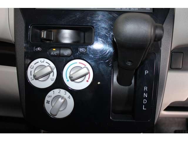 E e-アシスト 距離無制限保証3年付 助手席回転シート仕様 ABS 衝突軽減ブレーキ 横滑り防止装置 運転席シートヒーター キーレス ベンチシート 寒冷地仕様 CD パワーステアリング(4枚目)