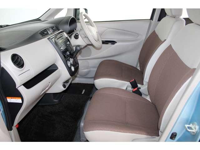 E e-アシスト 距離無制限保証3年付 助手席回転シート仕様 ABS 衝突軽減ブレーキ 横滑り防止装置 運転席シートヒーター キーレス ベンチシート 寒冷地仕様 CD パワーステアリング(5枚目)