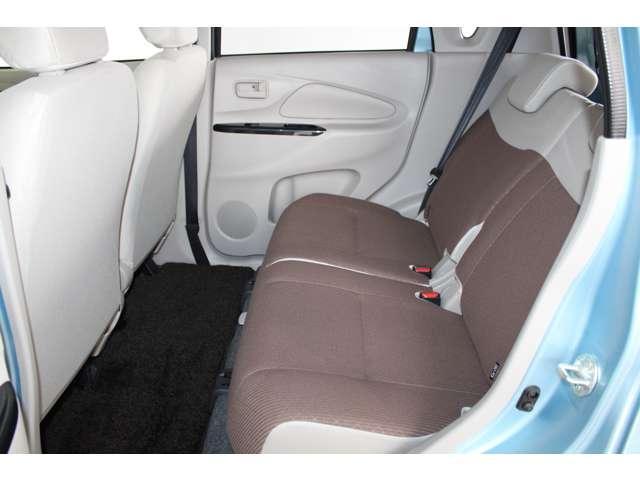 E e-アシスト 距離無制限保証3年付 助手席回転シート仕様 ABS 衝突軽減ブレーキ 横滑り防止装置 運転席シートヒーター キーレス ベンチシート 寒冷地仕様 CD パワーステアリング(6枚目)
