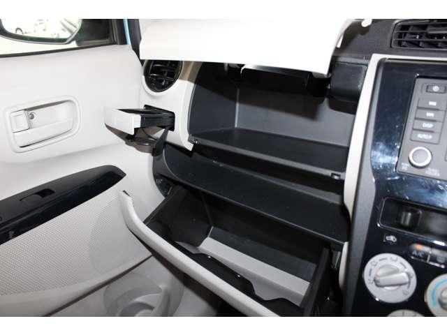 E e-アシスト 距離無制限保証3年付 助手席回転シート仕様 ABS 衝突軽減ブレーキ 横滑り防止装置 運転席シートヒーター キーレス ベンチシート 寒冷地仕様 CD パワーステアリング(11枚目)