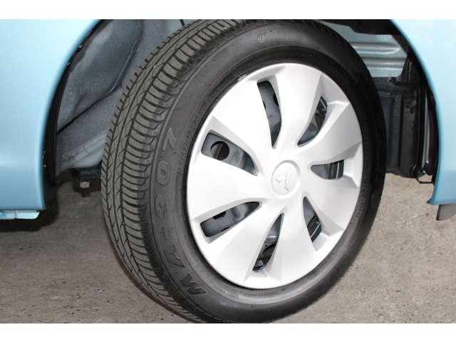 E e-アシスト 距離無制限保証3年付 助手席回転シート仕様 ABS 衝突軽減ブレーキ 横滑り防止装置 運転席シートヒーター キーレス ベンチシート 寒冷地仕様 CD パワーステアリング(18枚目)