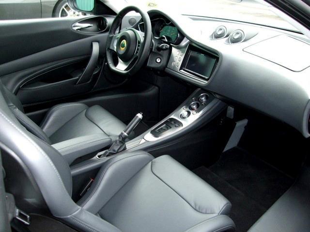 2011年モデル、平成25年3月登録 新車並行 ヨーロッパ仕様 フル装備 日本製ナビ付き スピコン シートヒーター付き