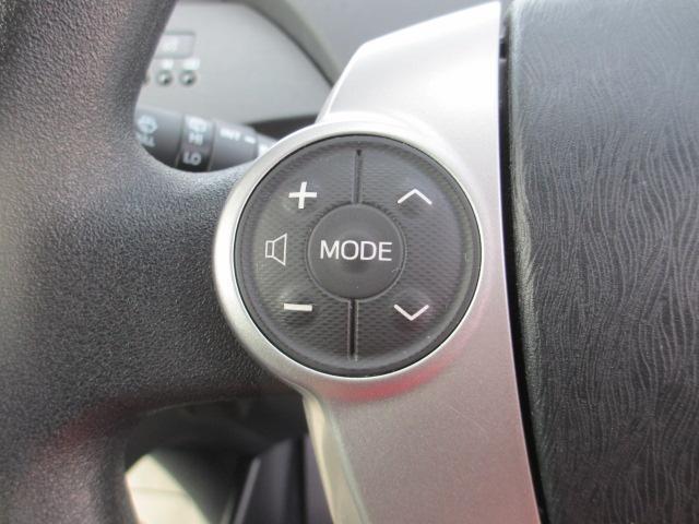 【ステアリングスイッチ】ハンドル操作でオーディオ等がコントロール出来ますので、利便性だけでなく事故防止にも繋がります。