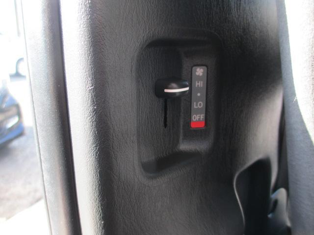 グランドキャビン ワンオーナー オートエアコン Goo鑑定車 10人乗り フルセグTV キーレス ETC イクリプスSDナビ DVD再生 Bluetooth対応 バックモニター ワンオーナー 左側スライドドア 電動格納ドアミラー オートエアコン(29枚目)