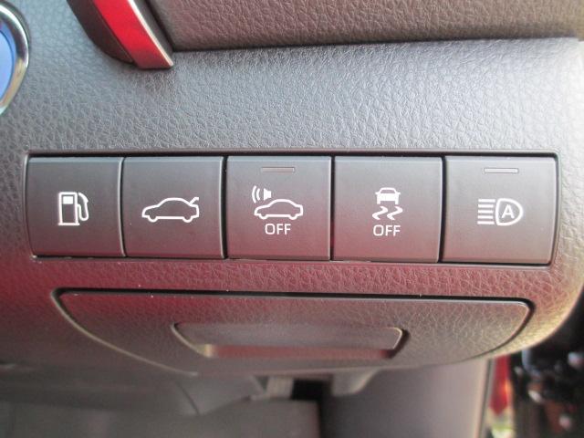 【オートマチックハイビーム】先行車や対向車のライトを認識し、ヘッドライトの上下の向きを自動で切り替てくれます