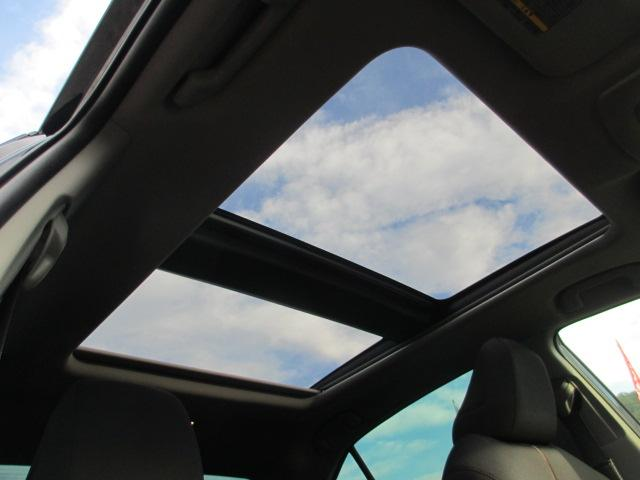 パノラマルーフ付き!家族や恋人と空を見上げて良いドライブを過ごして下さい☆