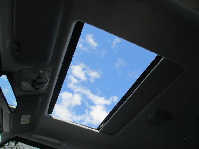 サンルーフ付き!家族や恋人と空を見上げて良いドライブを過ごして下さい☆