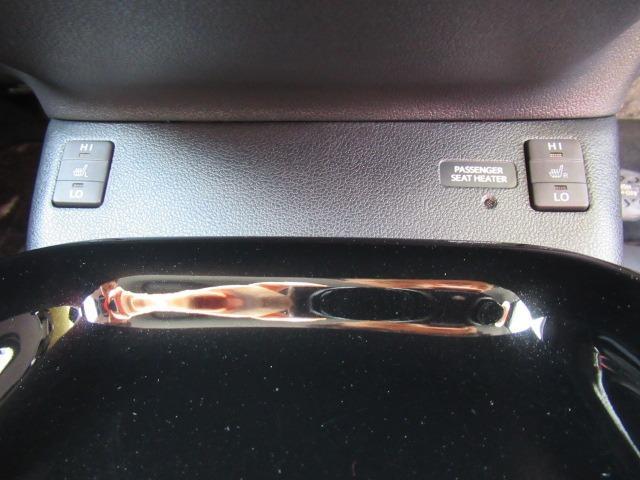 【シートヒーター】シートに装備される暖房装置です。寒い冬も暖かいですよ☆