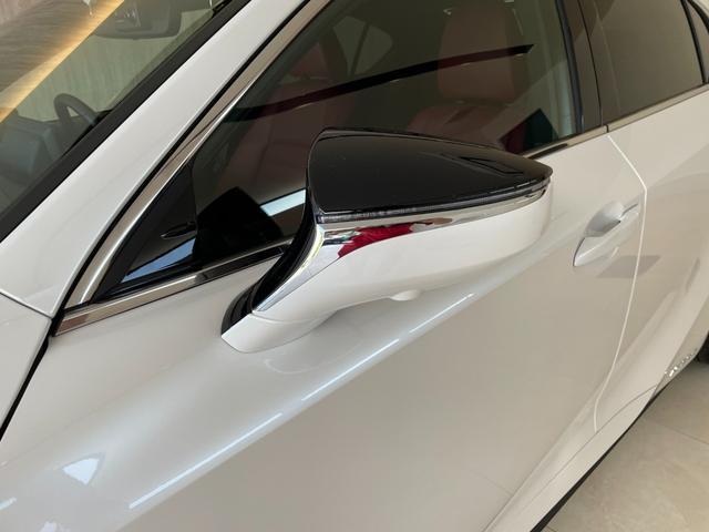 IS300h バージョンL 赤革エアーシート 3眼LEDHL レクサスセーフティ 純正SDワイドナビ 360度カメラ 純正19AW フロント・リアドラレコ ステアリングヒーター ブレーキホールド ETC2.0 メモリー付パワーシート Rサンシェイド Goo鑑定車(26枚目)
