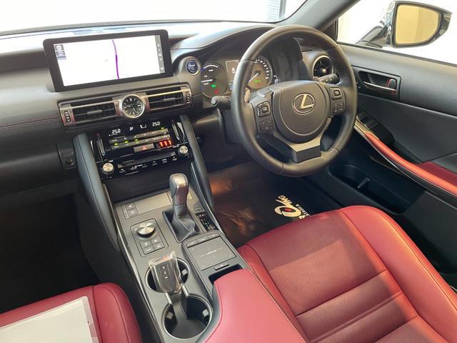 IS300h バージョンL 赤革エアーシート 3眼LEDHL レクサスセーフティ 純正SDワイドナビ 360度カメラ 純正19AW フロント・リアドラレコ ステアリングヒーター ブレーキホールド ETC2.0 メモリー付パワーシート Rサンシェイド Goo鑑定車(28枚目)