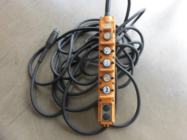 ベースグレード ハイジャッキ3段クレ-ン 前田製 リモコン付き 2.9t吊り フル装備 バックカメラ 最大積載量 2250kg  ベッド付き 6速(17枚目)