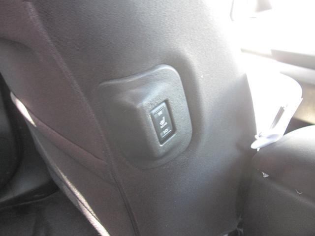 後部座席の方にもシートヒーターを使って頂けます。