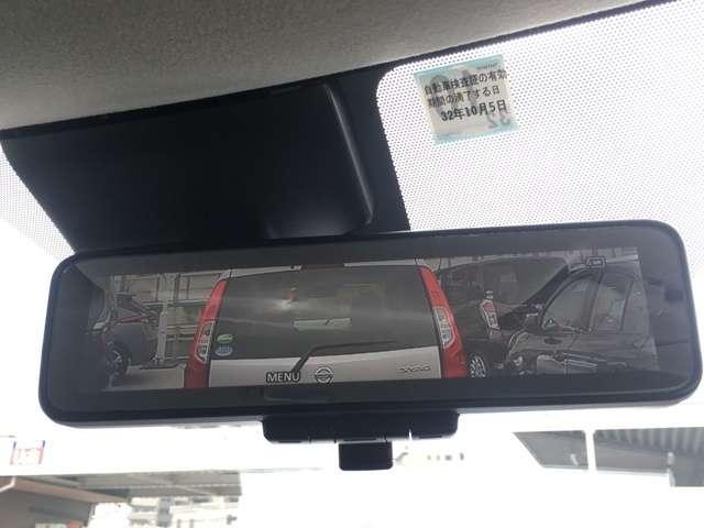 ◆スマートルームミラー◆積載物などで、さえぎられがちなルームミラーの後方視界。車内状況に関わらず車両後方にあるカメラの映像をルームミラーに映し出します!もちろん夜や悪天降雨でもクリアな後方視界を確保!