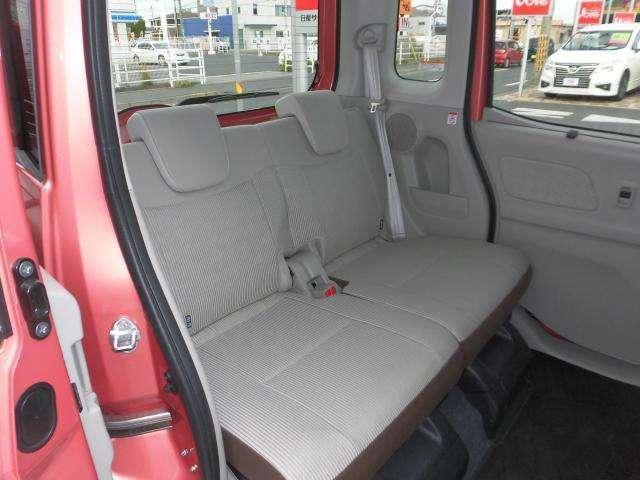 後席まわりです!お子様も乗り降りしやすく、広々空間で簡単なお着替えなども可能です!