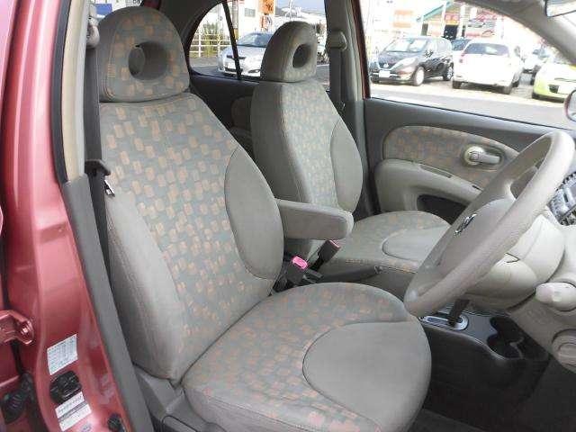 運転席シートは、しっかりとしたホールド感で長時間の運転も気持ちよく運転できます!