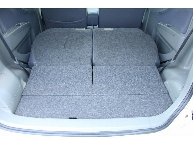 広い荷物スペースです。シートアレンジで大きな荷物を積むことだって可能ですよ!!車内広々!!