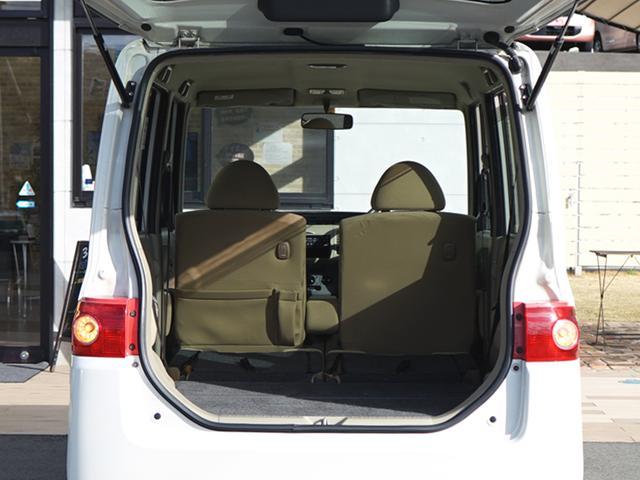 リアシートを倒すことができるのでここまで荷物スペースを作る事ができるんです♪