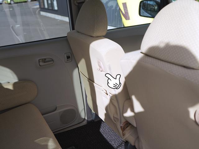 助手席のシート裏には本や書類を入れれます!もちろん小物もOK!