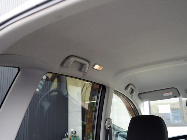 後ろのドアを開けると点灯します!もちろん手動で点灯することもできる便利なライトです☆