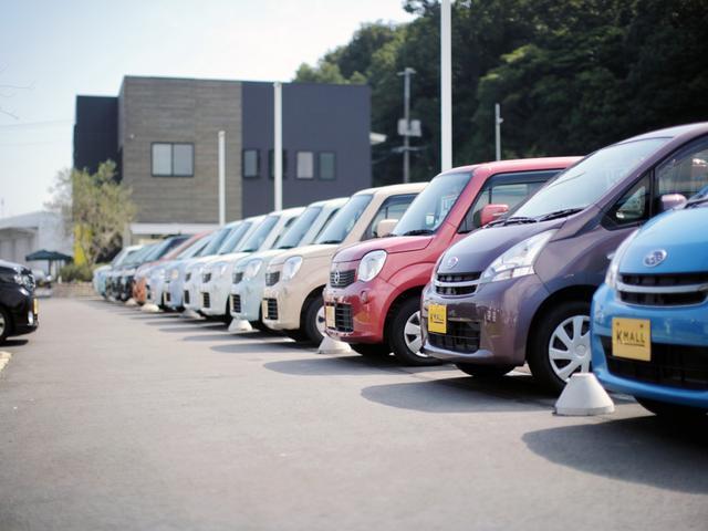 とにかく軽自動車のみがズラ〜っと並んでいます。「●●を買いに来ました」結果「△△を買います!」と違う車を買われます!たくさんの車を見てたら「こんなのもあるんだー」ってなるからです!!そんな選ぶ楽しさ!