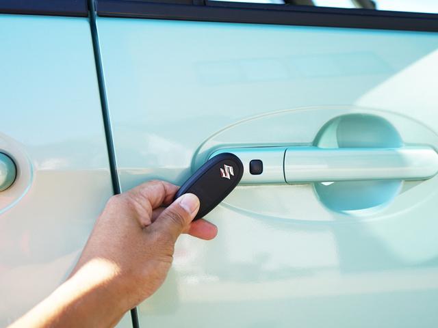 ドアももちろんスマートキーを持っているだけで鍵の開け閉めができます!!