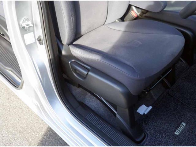 電動格納&電動調整ミラーになります。狭い所に駐車した場合、ミラーを倒せば安心♪