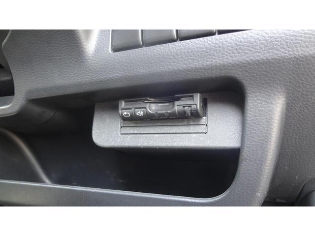 ドアバイザー装備☆雨天時でも換気のできるうれしいアイテムです!後ろの窓はプライバシーガラスになっているので車内のプライバシー保護だけでなく、UVカットで室内の空調の効きもよくなります♪