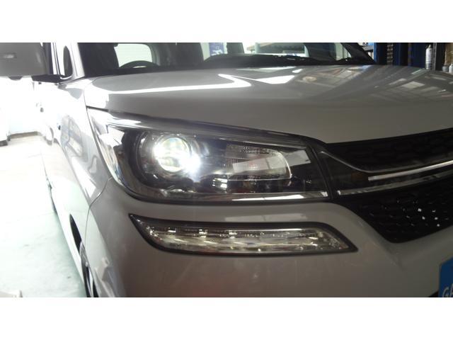 純正LEDヘッドランプ☆白く明るいライトで視界の悪い夜間のドライブをしっかりサポート!通常のライトに比べると、より日中に近い発光でとっても見やすいライトです♪