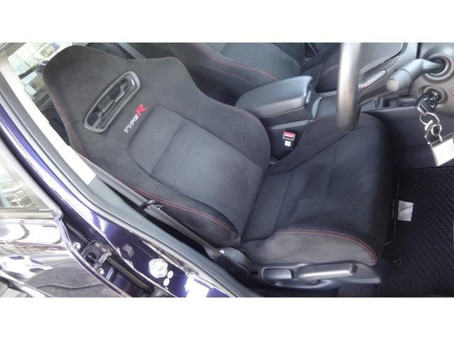 タイプR専用バケットシート☆リクライニング機構をもちながら、本格バケットタイプならではの高いサポート性を発揮!座面の前後もスライド式で体格に合わせた調節が可能です♪運転席は座面の高さも調整できます!