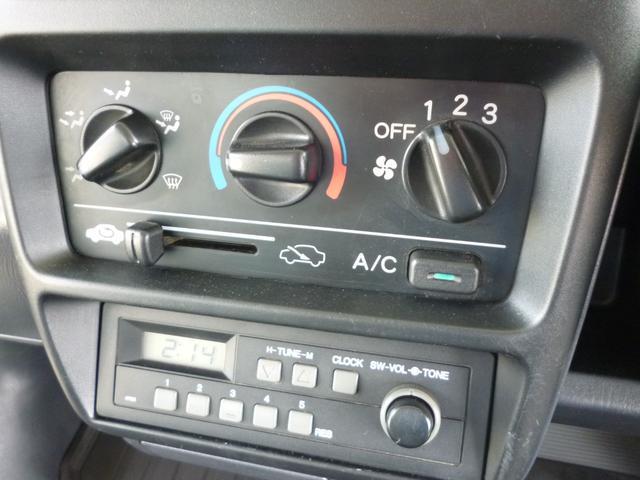 SDX エアコン・パワステ・運転席エアバッグ・ABS・荷台マット・荷台作業灯・ガードパイプ付トリイ・三方開・ドアバイザー・ラバーマット(13枚目)