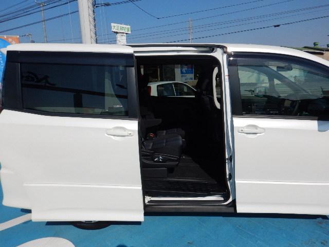 トヨタ ヴォクシー ZS フルセグナビ 禁煙車