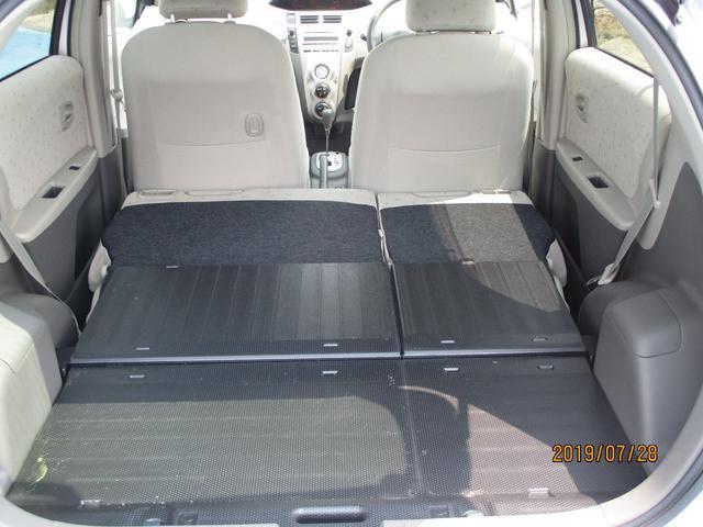 後部座席を倒せば大きな荷物も載せられます