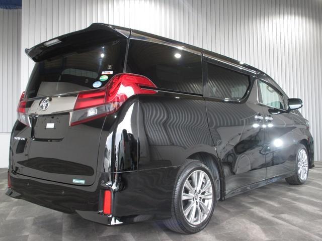 それではこちらのお車をご紹介させていただきます。まず装備面では、ワンオーナー・純正9インチSDナビ・フルセグ・DVD・BT・SD録音・Bモニター・LEDオートライト・フォグ・