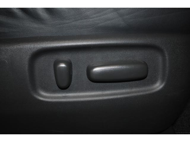 電動でシートポジションを楽々変更♪あると便利ですよね