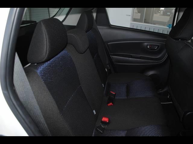 それではこちらのお車をご紹介させていただきます。まず装備面では、社外SDナビ・フルセグ・DVD再生・Bluetooth・バックモニター・トヨタセーフティセンス(プリクラッシュ・オートハイビーム・