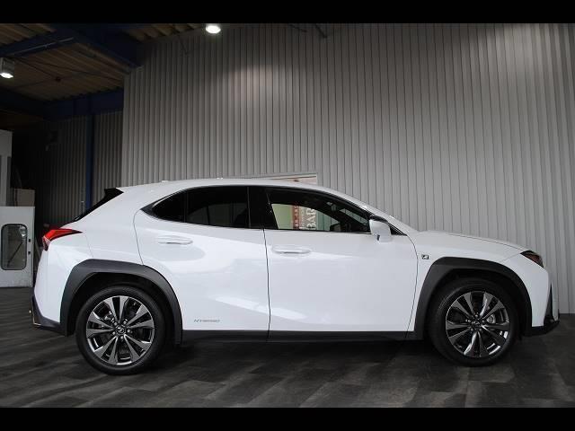 「レクサス」「UX」「SUV・クロカン」「岡山県」の中古車21