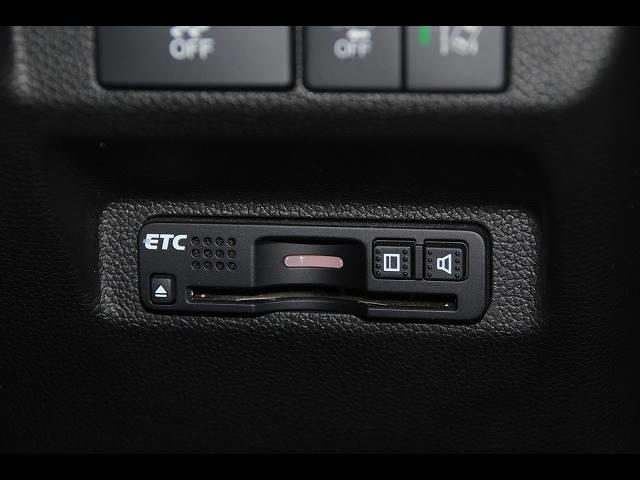 ハイブリッド・Gホンダセンシング ワンオーナー 純正SDナビ フルセグ 走行中OK DVD Bluetooth ステリモ バックモニター フリップダウンモニター ホンダセンシング レーンキープ ETC ドラレコ LEDオートライト(12枚目)