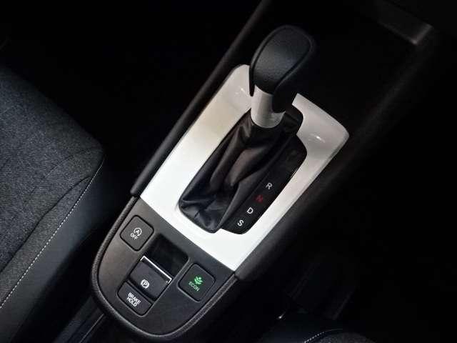 ホーム 当社デモカー ナビ リヤカメラ LED Bカメラ クルコン スマートキー フルセグ ワンオーナー LEDヘッドライト 衝突被害軽減(10枚目)