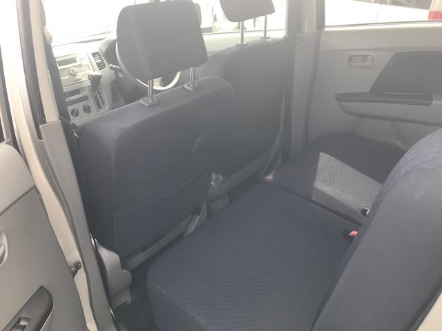 後部座席も足元ゆったりです!乗り心地も抜群でゆったりとした気持ちで乗ることができます!一度座ってみるとその心地良さがわかります♪ぜひご連絡ください♪
