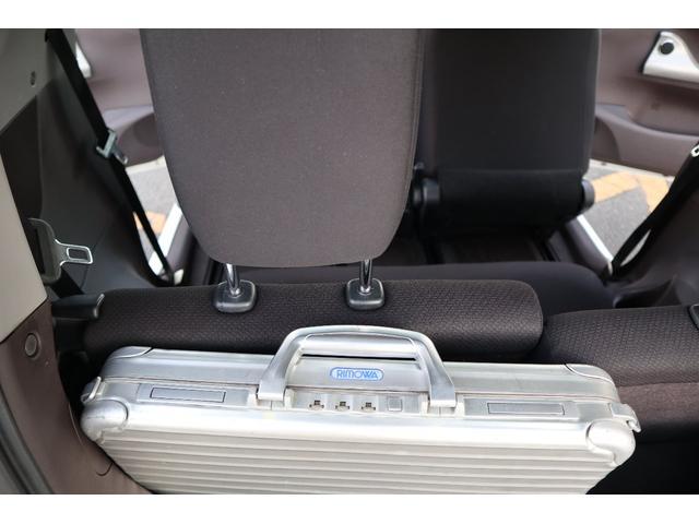 見ての通り、気休め程度のトランク 自慢のかばんも厚ければ積めません 立てられません