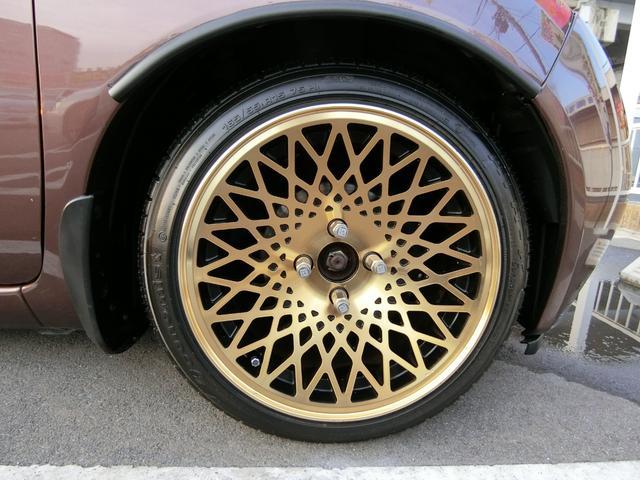 外品15インチAWです!このお車によく似合っていますね!タイヤ山はあまりないようです。