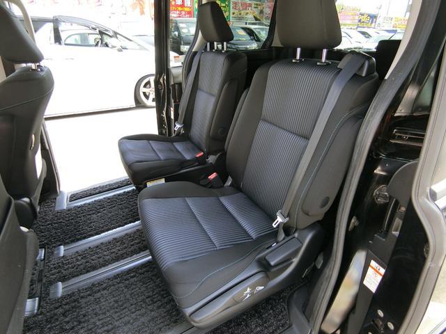 両側のパワースライドドアは開くと開放的で本当に便利ですね!これは嬉しいです!運転席からの操作で簡単!楽々です♪