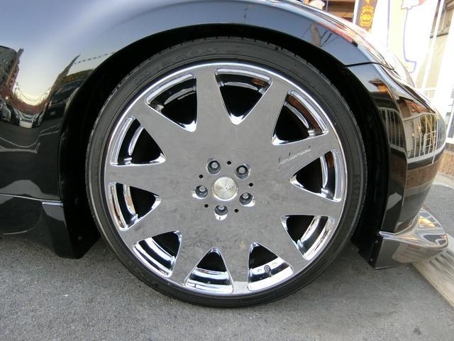 外品20インチAWです!このお車によく似合っていますね!タイヤは3分山くらいです。HKS!スーパーサウンドのマフラーです!
