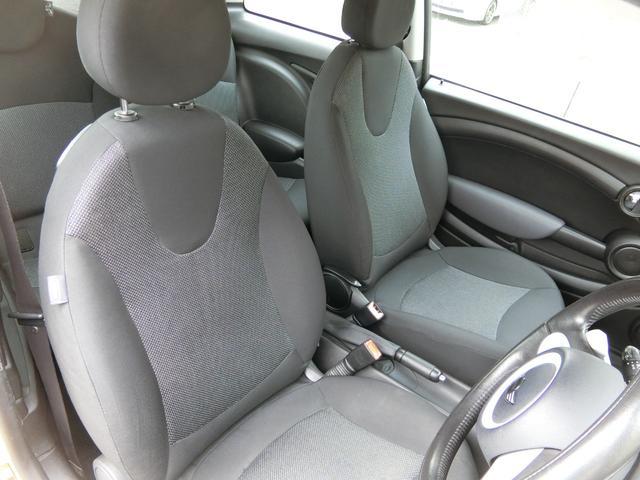 ワン ディーラー車 右ハンドル 純正15AW HID キーレス プッシュスタート CD再生 ETC フル装備 ABS タイミングチェーン式(13枚目)