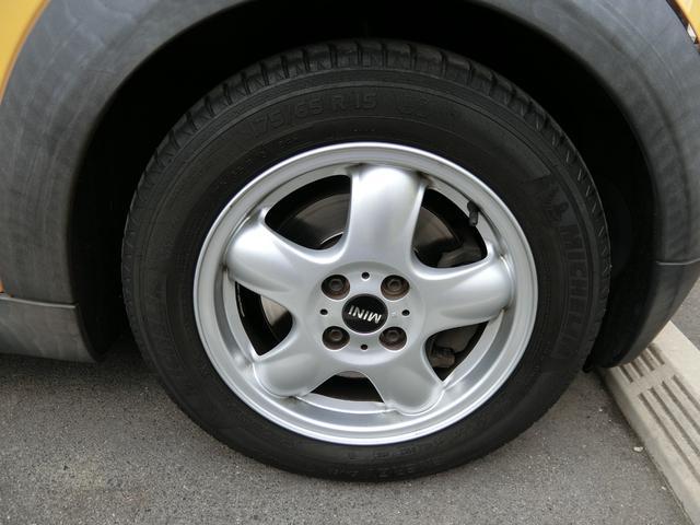 ワン ディーラー車 右ハンドル 純正15AW HID キーレス プッシュスタート CD再生 ETC フル装備 ABS タイミングチェーン式(19枚目)