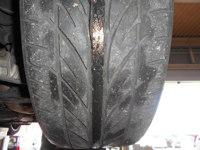 タイヤ残溝、残り少な目
