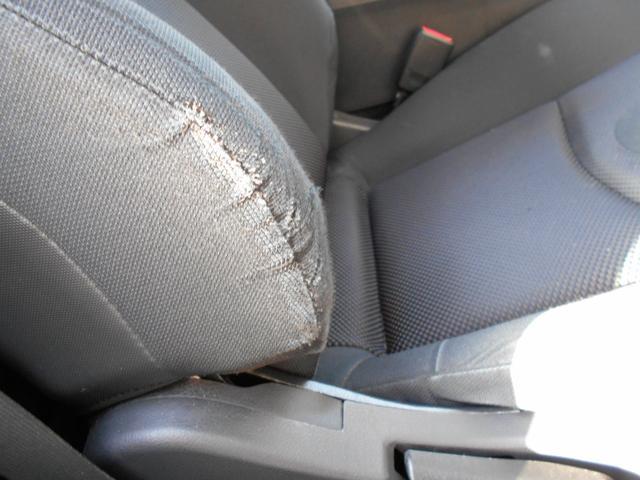 運転席擦れ、破れ有り