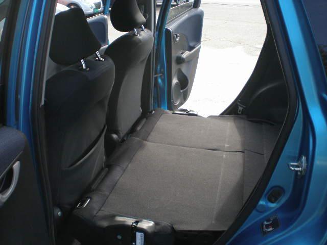 後席シートは折りたため、トランクスペースは必要に応じてアレンジ可能!お買い物やレジやーに合わせてお使い頂けます。