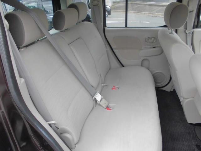 後部座席もとても広く快適にお乗りいただけます。