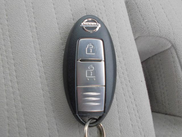 インテリジェントキーなので取り出すことなく鍵の施錠やエンジンの始動をしていただけます。